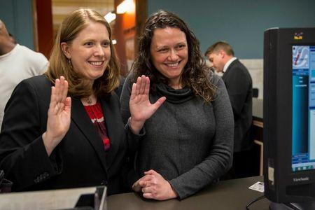Jennifer Bersdale (L) and Rachael Bersdale apply for a marriage license at City Hall in St. Louis, Missouri November 5, 2014. REUTERS/Whitney Curtis