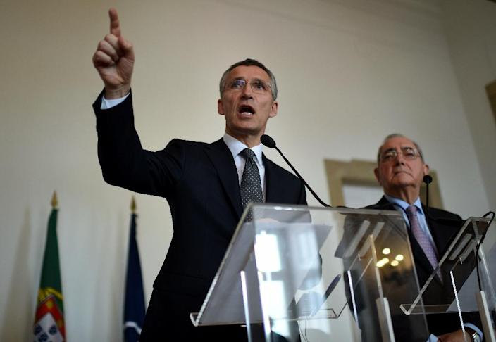 NATO Secretary General Jens Stoltenberg (L) and Portuguese Foreign Minister Rui Machete hold a joint press conference in Lisbon on April 27, 2015 (AFP Photo/Francisco Leong)