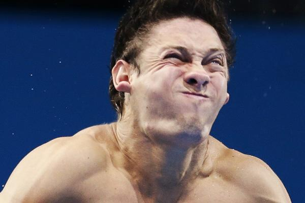 Ukraine's Illya Kvasha performs a dive during the men's 3m springboard preliminary round at the London 2012 Olympic Games at the Aquatics Centre August 6, 2012.     REUTERS/Tim Wimborne (BRITAIN  - Tags: SPORT DIVING OLYMPICS SPORT SWIMMING)
