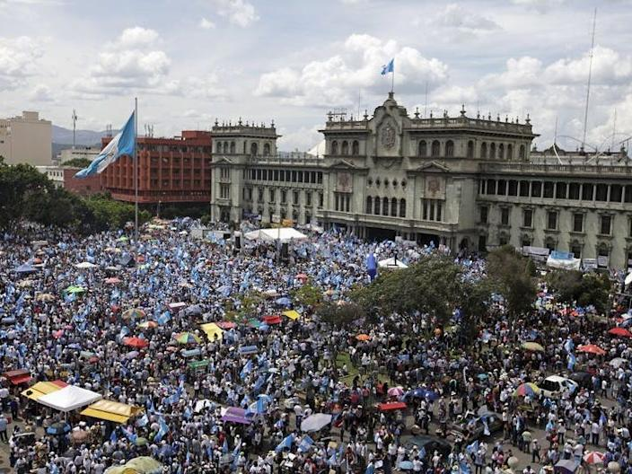People participate in a demonstration demanding the resignation of Guatemalan President Otto Perez Molina in Guatemala City, Guatemala, August 27, 2015.  REUTERS/Jose Cabezas