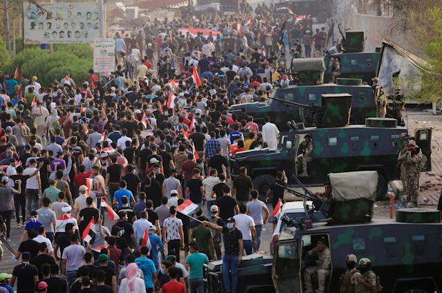 <p>Iraqi protesters gather during a protest near the building of the government office in Basra, Iraq, Sept. 5, 2018. (Photo: Alaa al-Marjani/Reuters) </p>