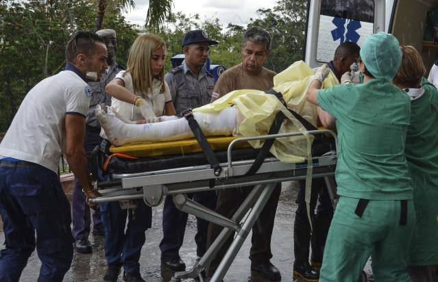 <p>The few surviving passengers of an airliner that crashed arrive at the Calixto Garcia General Hospital in Havana, Cuba, Friday, May 18, 2018. (Photo: Marcelino Vazquez Hernandez/ACN via AP) </p>