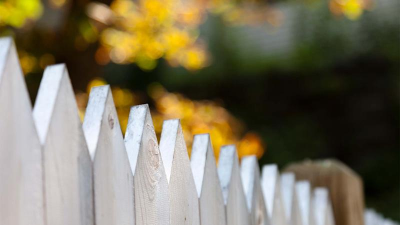 how to build a fence without ending up in neighbor feud