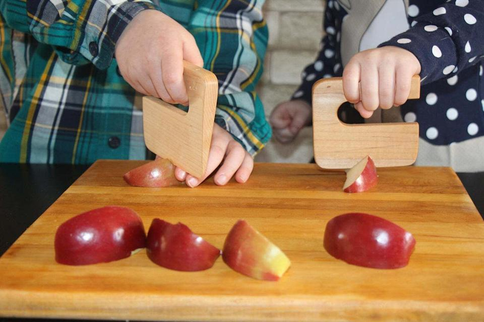 """Soyour kiddos can get the hang of chopping their food safely. JUstenboisis a small business based in Bolton-Est, Canada, that sells eco-friendly, zero-waste wooden kitchenware.<br /><br /><strong>Promising review:</strong>""""This is perfect! My daughter loves it so much. It fits perfectly in her tiny hands, and the quality is superb."""" — <a href=""""https://go.skimresources.com?id=38395X987171&xs=1&xcust=HPKitchenProductsDidntKnowExisted-60a3fc0fe4b063dcceaf8560-&url=https%3A%2F%2Fwww.etsy.com%2Flisting%2F475022415%2Fsafe-wooden-childrens-knife-chop-chop"""" target=""""_blank"""" rel=""""noopener noreferrer"""">Petite momo</a><br /><br /><strong><a href=""""https://go.skimresources.com?id=38395X987171&xs=1&xcust=HPKitchenProductsDidntKnowExisted-60a3fc0fe4b063dcceaf8560-&url=https%3A%2F%2Fwww.etsy.com%2Flisting%2F475022415%2Fsafe-wooden-childrens-knife-chop-chop"""" target=""""_blank"""" rel=""""noopener noreferrer"""">Get it from JUstenbois on Etsy for $17.28.</a></strong>"""