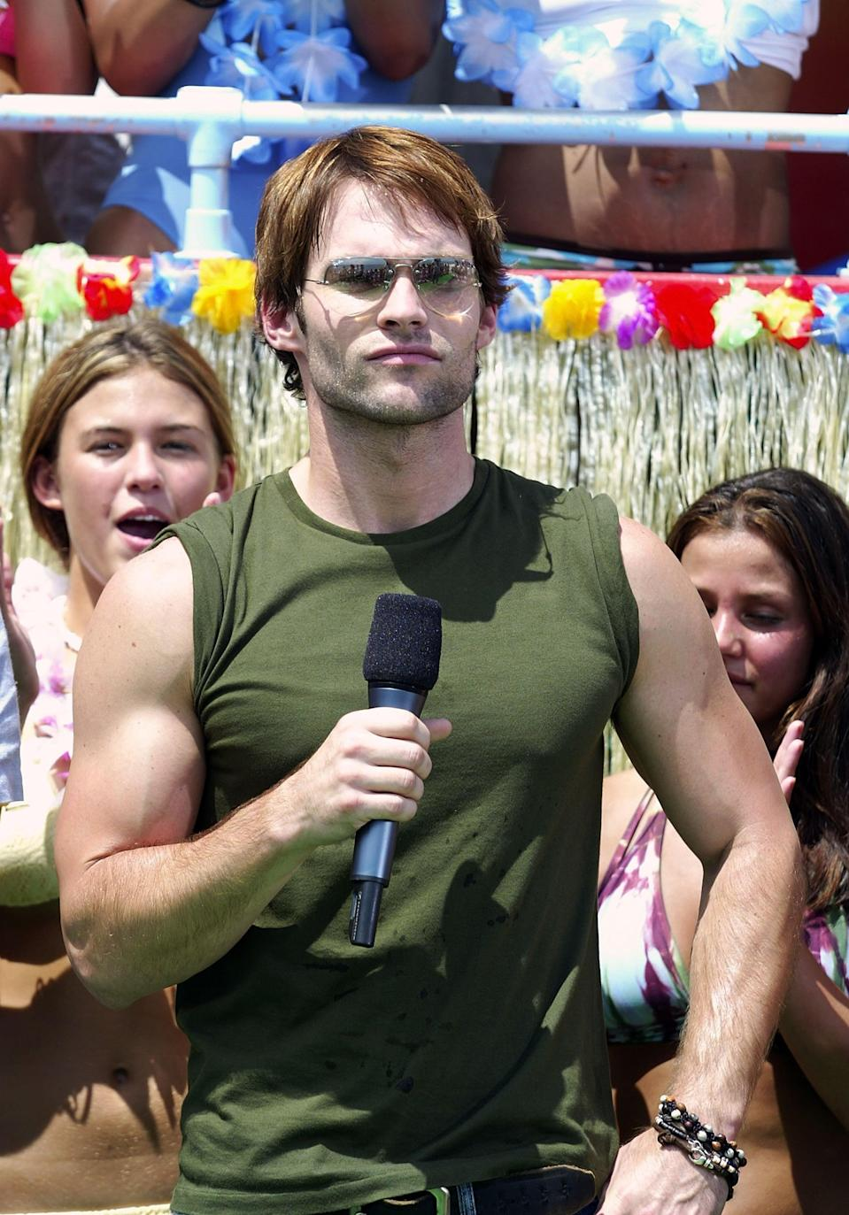 <p>Seann William Scott sported some shades while taping <b>TRL</b> at the MTV Beach House in East Quogue, NY, in 2003.</p>