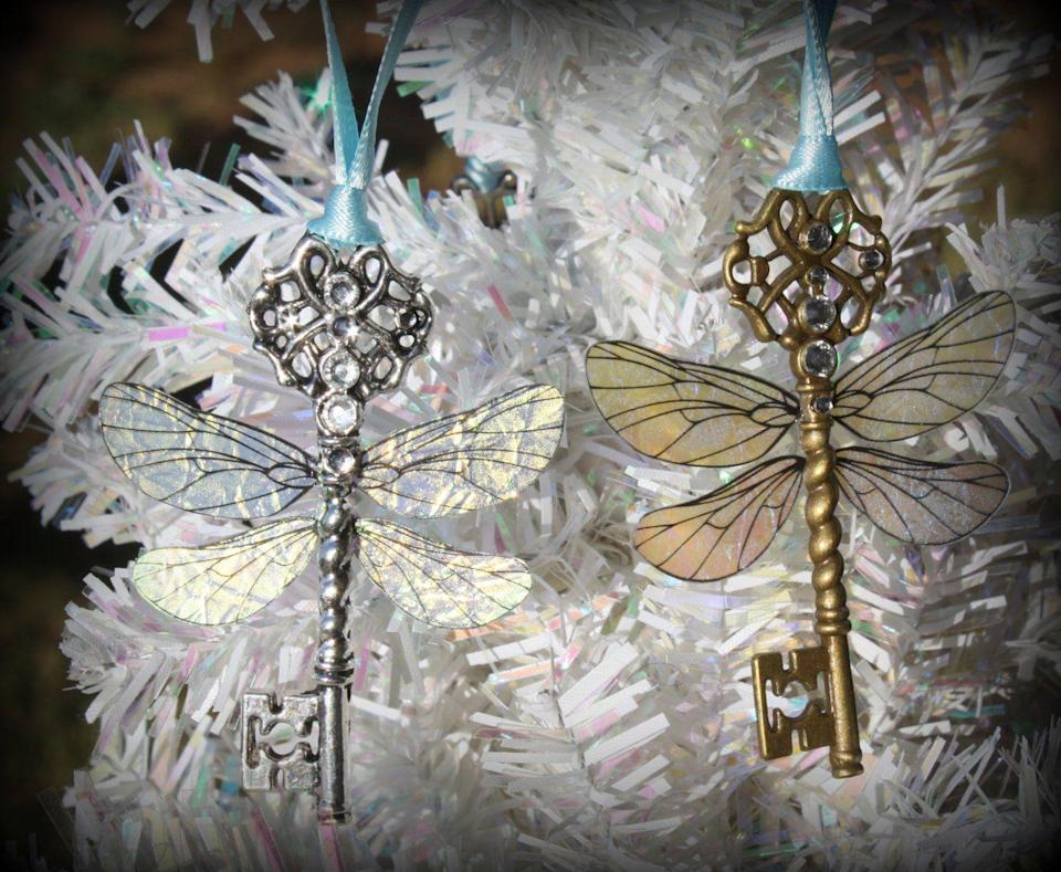 """<p><strong>Christalinasales</strong></p><p>etsy.com</p><p><strong>$7.00</strong></p><p><a href=""""https://go.redirectingat.com?id=74968X1596630&url=https%3A%2F%2Fwww.etsy.com%2Flisting%2F170858931%2Fflying-winged-key-themed-ornament&sref=https%3A%2F%2Fwww.countryliving.com%2Fdiy-crafts%2Fg2764%2Fharry-potter-ornaments%2F"""" rel=""""nofollow noopener"""" target=""""_blank"""" data-ylk=""""slk:Shop Now"""" class=""""link rapid-noclick-resp"""">Shop Now</a></p><p>Although the soaring keys were impossible to catch in <em><a href=""""https://fave.co/2LEHqt7"""" rel=""""nofollow noopener"""" target=""""_blank"""" data-ylk=""""slk:Harry Potter and the Sorcerer's Stone"""" class=""""link rapid-noclick-resp"""">Harry Potter and the Sorcerer's Stone</a></em>, you can easily purchase these substitutes for your Christmas tree.</p>"""