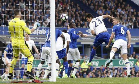 Britain Football Soccer - Everton v Leicester City - Premier League - Goodison Park - 9/4/17 Leicester City's Leonardo Ulloa heads at goal Action Images via Reuters / Carl Recine Livepic