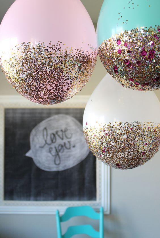 "<p>You wouldn't throw a birthday party without balloons so why should Christmas be any different? Glitter-dipped balloons have lit up social media and they're simple to recreate.<br>Look to blog 'My Sister's Suitcase' for a step-by-step <a rel=""nofollow noopener"" href=""https://www.sisterssuitcaseblog.com/glitter-balloon-tutorial"" target=""_blank"" data-ylk=""slk:guide"" class=""link rapid-noclick-resp"">guide</a>. <em>[Photo: Pinterest via Create.Craft.Love]</em> </p>"