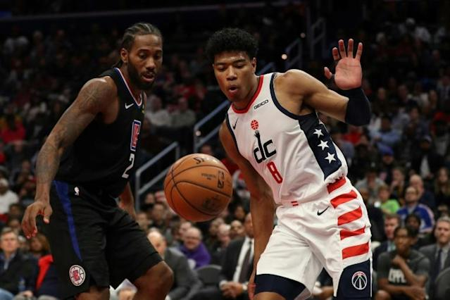 Washington's Rui Hachimura (R) and Kawhi Leonard of the Los Angeles Clippers battle for a loose ball in the Clippers' 135-119 NBA victory over the Wizards (AFP Photo/Patrick Smith)