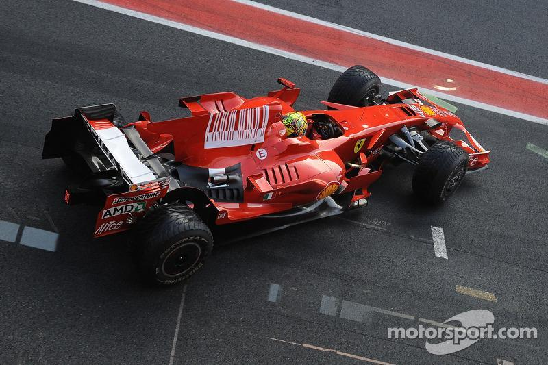 "Test de Valentino Rossi con la Ferrari F2008.<span class=""copyright"">Ferrari Media Center</span>"