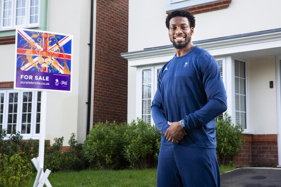 Muhammed visited the reveal of a Purplebricks sales board in Manchester, the first in the city to be adorned by one of three inspiring artworks commissioned to rally support for Team GB