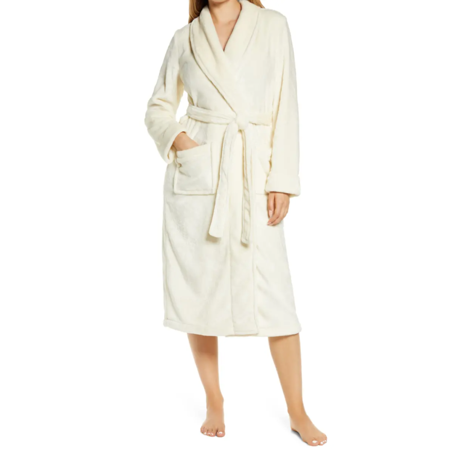 Bliss Plush Robe. Image via Nordstrom.