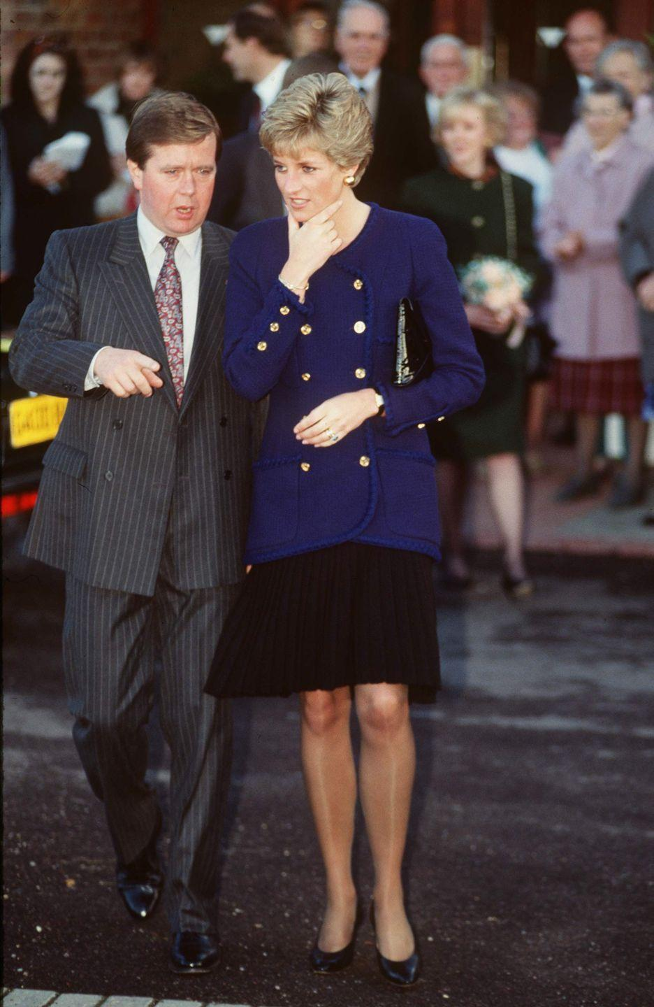 <p>Pairing navy and black is an undeniably timeless combination. Diana wore this navy blazer with gold buttons over a sleek black dress during an outing in Oxford in November 1990.<br></p>