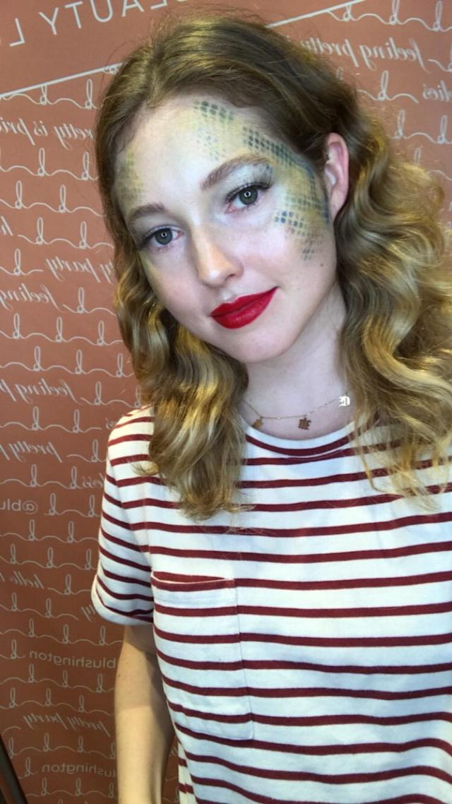 Assistant health and beauty editor Devon Kelley does #TaylorSwiftIsASnake. (Photo: Yahoo Lifestyle)