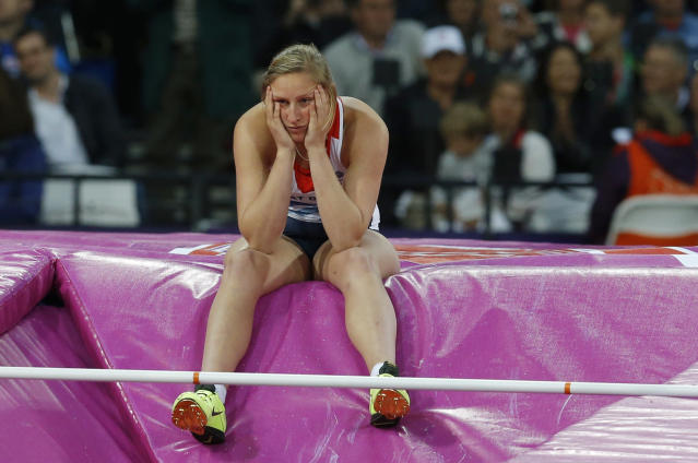 Britain's Holly Bleasdale reacts after failing to clear the bar during the women's pole vault final at the London 2012 Olympic Games at the Olympic Stadium August 6, 2012. REUTERS/Phil Noble (BRITAIN - Tags: SPORT ATHLETICS OLYMPICS)