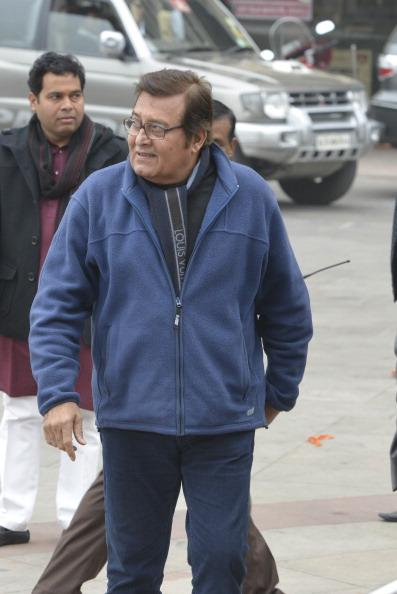 <p>4 In 1971, he married Geetanjali with whom he has two sons- Rahul Khanna and Akshay Khanna </p>
