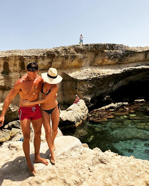 <p>These two are serious couple goals. Couples who train together, stay together. They take a sweet snap during their wedding trip in Italy. Source: Instagram/annaheinrich1 </p>