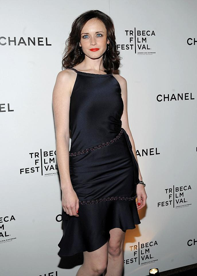 """Alexis Bledel is such a pretty girl that there's no need for all the heavy makeup. Jamie McCarthy/<a href=""""http://www.wireimage.com"""" target=""""new"""">WireImage.com</a> - April 23, 2009"""
