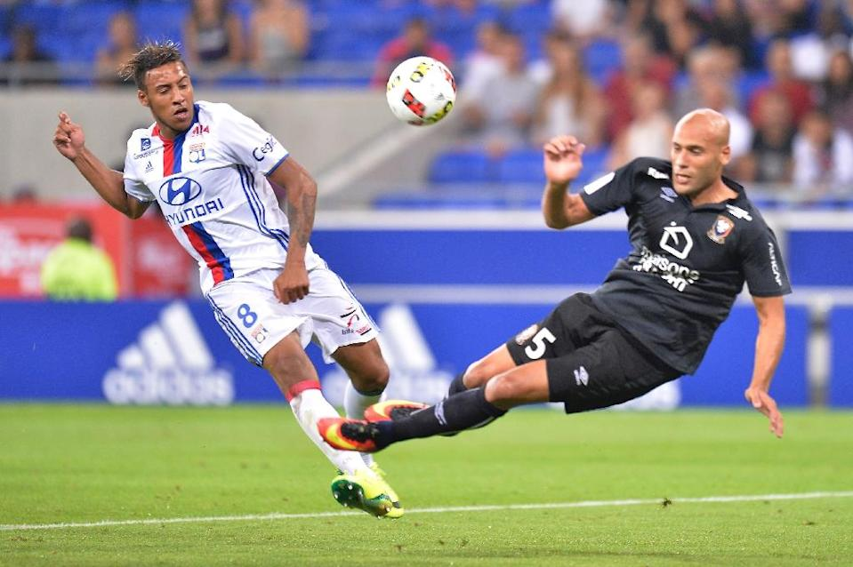 Caen's French defender Alaeddine Yahia (R) falls next to Lyon's French midfielder Corentin Tolisso (L) during the French Ligue 1 football match Olympique Lyonnais (OL) against Caen (SMC) on August 19, 2016 (AFP Photo/Romain Lafabregue)