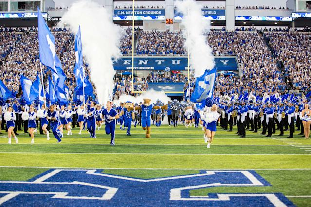 "Kentucky QB <a class=""link rapid-noclick-resp"" href=""/ncaaf/players/247086/"" data-ylk=""slk:Luke Wright"">Luke Wright</a> collapsed in the fourth quarter. (Via Icon Sportswire)"