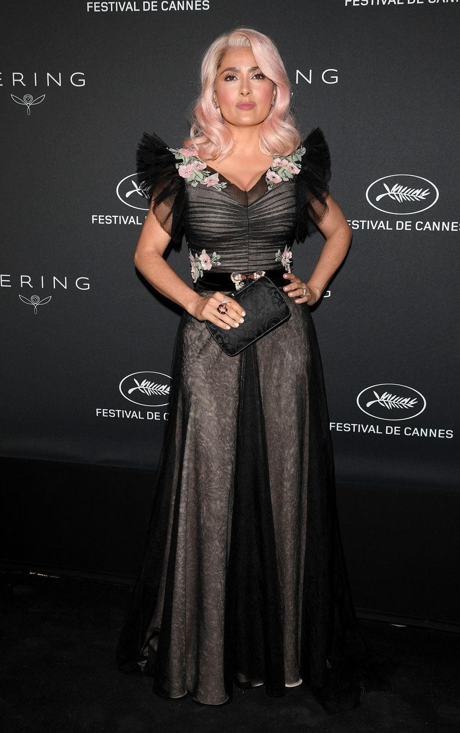 <p>If you're aiming for a lighter shade of peach, take a page out of <strong>Salma Hayek's</strong> book. The actress rocked a platinum-based blush shade.</p>