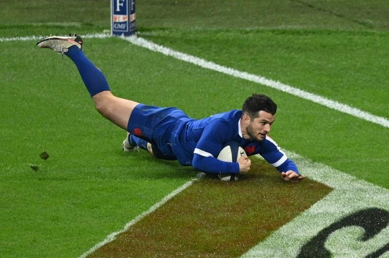 Last-gasp effort - France full-back Brice Dulin (R) scores the winning try in a 32-20 Six Nations win over Wales in Paris