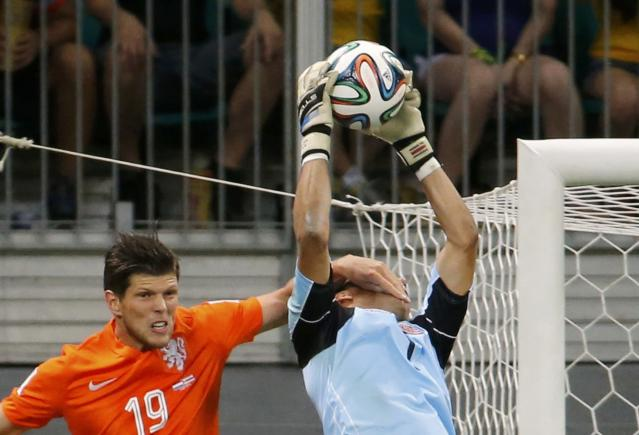 Klaas-Jan Huntelaar of the Netherlands fouls Costa Rica's goalkeeper Keilor Navas during their 2014 World Cup quarter-finals at the Fonte Nova arena in Salvador July 5, 2014. REUTERS/Sergio Moraes (BRAZIL - Tags: TPX IMAGES OF THE DAY SOCCER SPORT WORLD CUP)