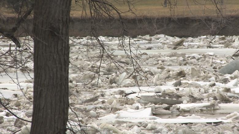 Red River Floodway helping, but water level still rose overnight in Winnipeg