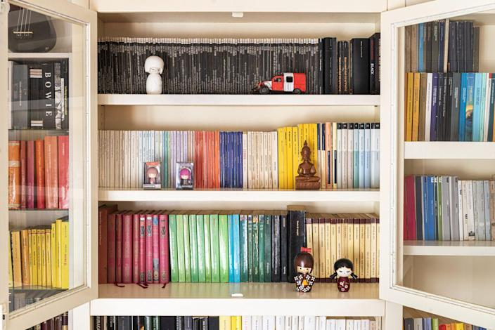 "<p>From alphabetical organization to grouping by subject, everyone has their own organizational strategy. But to create a sense of visual balance, consider separating your hardcover and paperbacks. </p><p>""Place your hardcovers on top shelves, and your paperbacks at the bottom. Not only will the organization look better, but it will also allow you to distribute the weight evenly,"" Andrew Barker, founder of Homeowner Costs, says. </p>"