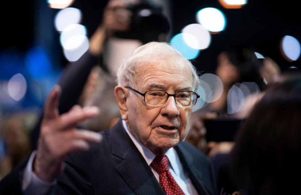 Warren Buffett, CEO of Berkshire Hathaway, speaks to the press as he arrives at the 2019 annual shareholders meeting in Omaha, Nebraska, May 4, 2019. (Photo by Johannes EISELE / AFP)        (Photo credit should read JOHANNES EISELE/AFP via Getty Images)