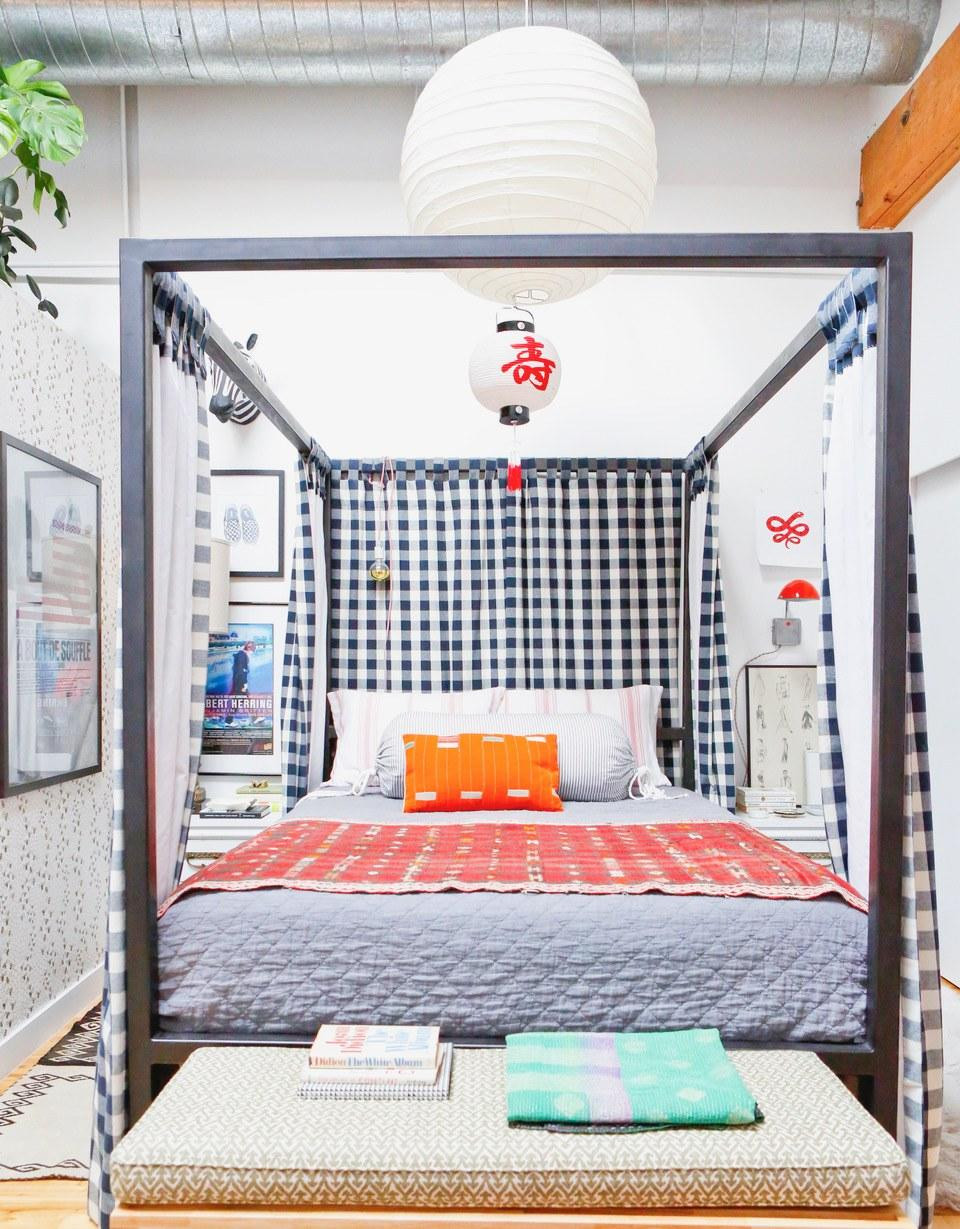 """<div class=""""caption""""> Max used a canopy bed to play with scale in this small guest room. </div> <cite class=""""credit"""">Photo: Dusty Lu for Max Humphrey Interior Design</cite>"""