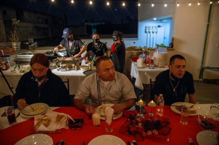 Migrants deported from the US celebrate Thanksgiving in Mexico City
