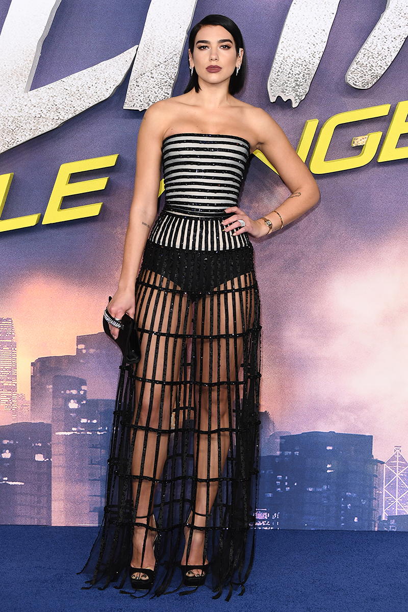 <p>This bold Giorgio Armani Privé bustier dress was also one for the history books.</p>