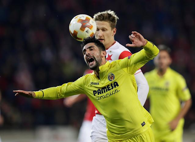 Soccer Football - Europa League - SK Slavia Prague vs Villarreal - Eden Arena, Prague, Czech Republic - November 2, 2017 Slavia Prague's Milan Skoda in action with Villarreal's Alvaro Gonzalez REUTERS/David W Cerny