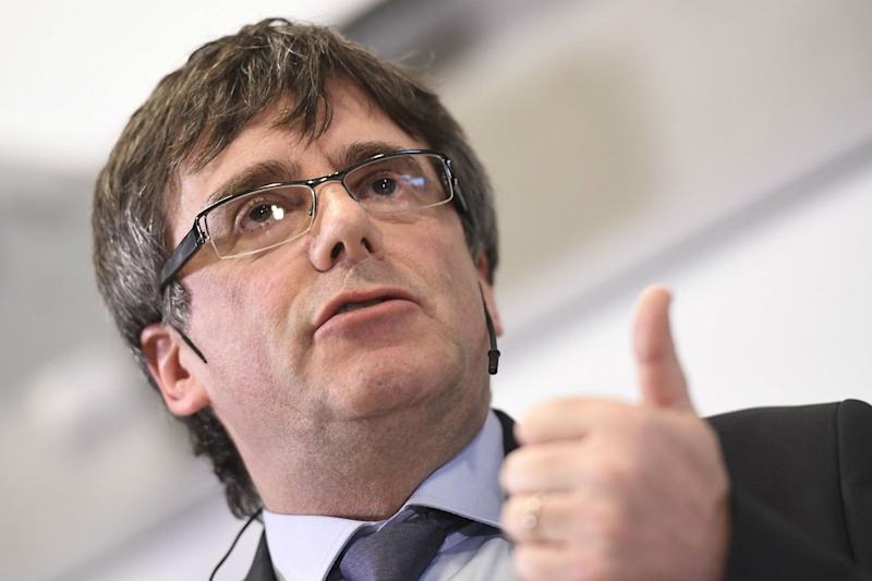 puigdemont si consegna