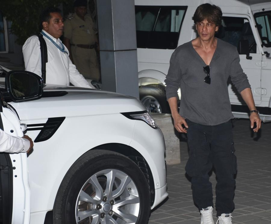 SRK recently became a Land Rover owner as he added a white Range Rover Sport to his garage.