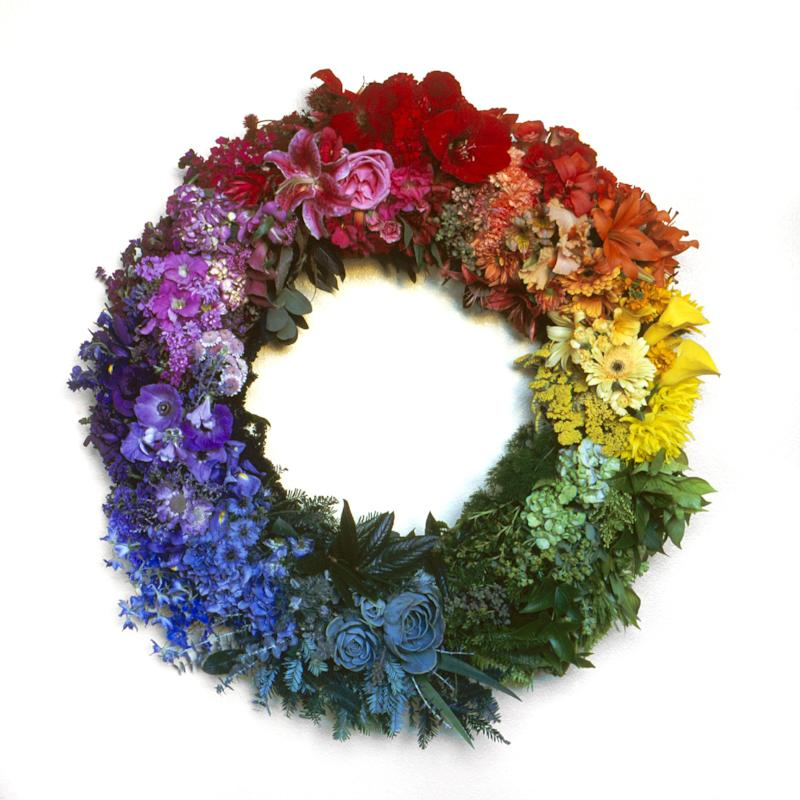 This undated handout photo provided by  Lee Anne White (www.leeannewhite.com) shows Berkeley, Calif., landscape architect Jeni Webber's creation of a floral wreath that resembles a color wheel. Long used by artists, a color wheel helps gardeners see the relationships colors have to one another, and plant accordingly. (AP Photo/Lee Anne White)