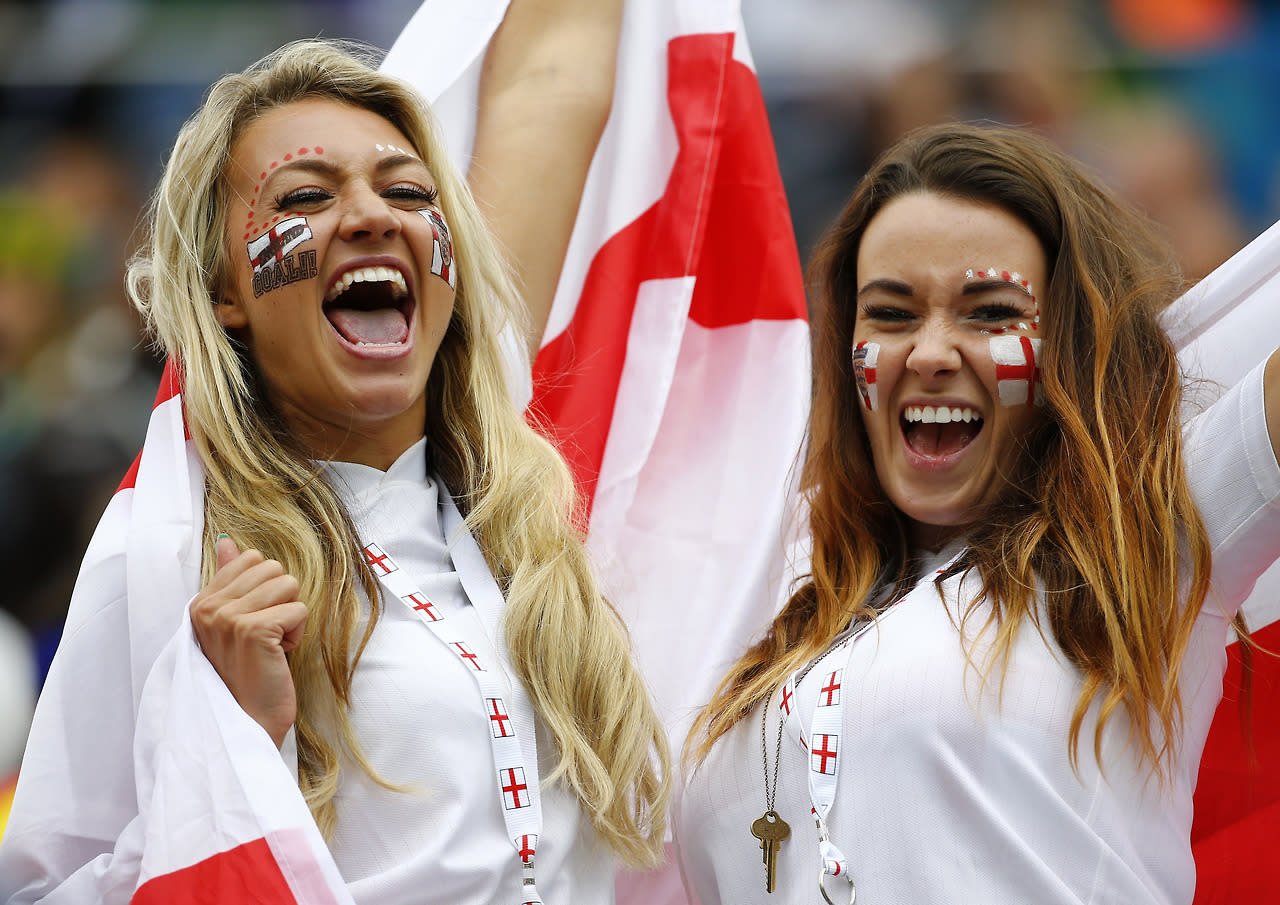 England fans cheer before the 2014 World Cup Group D soccer match between Uruguay and England at the Corinthians arena in Sao Paulo June 19, 2014. (REUTERS/Damir Sagolj)