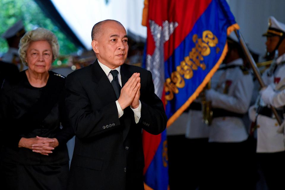 Cambodia's King Norodom Sihamoni (C) and his mother former queen Monique (L) (AFP via Getty Images)