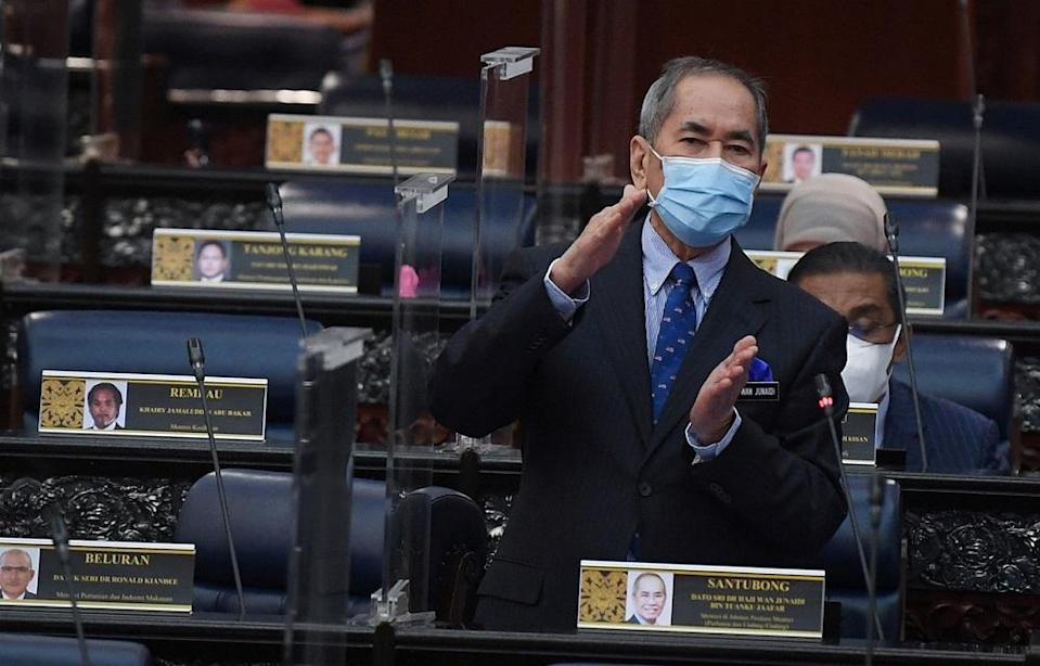 Minister in the Prime Minister's Department (Parliament and Law) Datuk Seri Wan Junaidi Tuanku Jaafar says even though the nationwide Emergency expired on August 1, the Emergency Ordinances (EO) 2021 are still enforceable until February 2022. ― Bernama pic