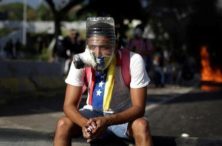 In Venezuela Young man shot dead in unrest