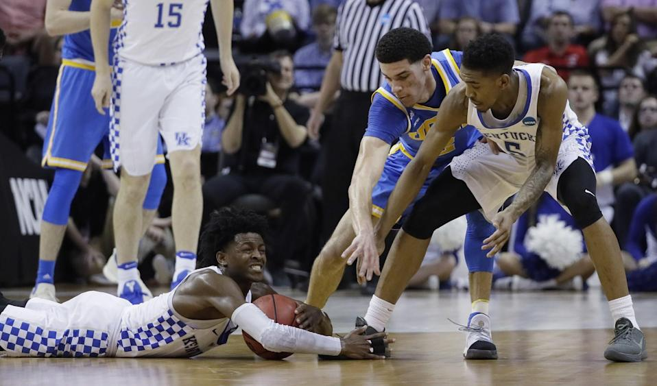 De'Aaron Fox (left) was a step quicker than Lonzo Ball (center) most of the game. (AP)