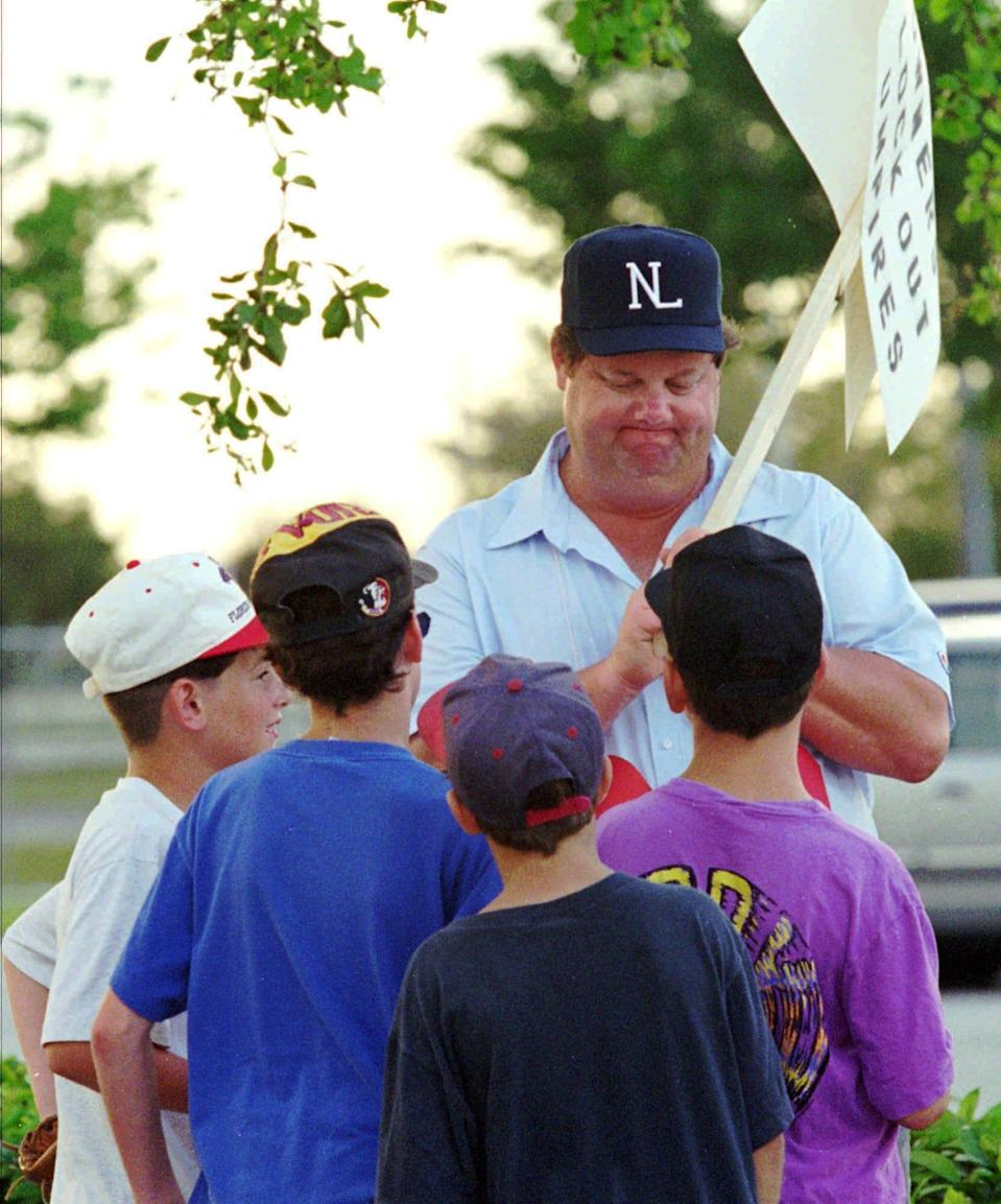 Joe West, then a National League umpire, talks to kids while picketing in 1995.