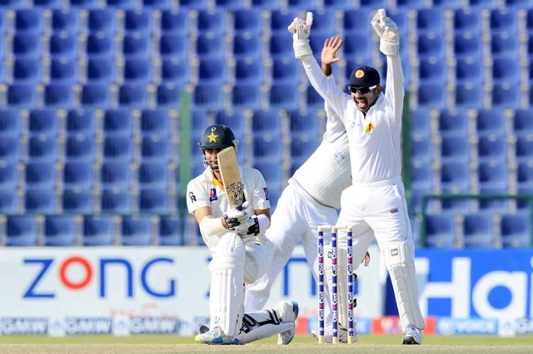 Sri Lankan wicketkeeper Prasanna Jayawardene (R) celebrates after the dismissal of Pakistan batsman Ahmed Shehzad (L) during the final day of the first cricket Test match between Pakistan and Sri Lanka at the Sheikh Zayed Stadium in Abu Dhabi on January 4, 2014. AFP PHOTO/Ishara S. KODIKARA