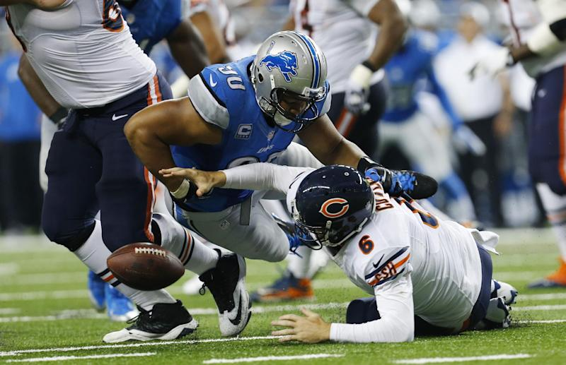 Chicago Bears quarterback Jay Cutler (6) fumbles the ball after a hit from Detroit Lions defensive tackle Ndamukong Suh (90) during the third quarter of an NFL football game against at Ford Field in Detroit, Sunday, Sept. 29, 2013. The fumble was recovered by Detroit Lions defensive tackle Nick Fairley for a 4-yard touchdown. (AP Photo/Paul Sancya)