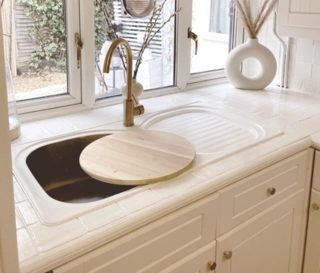 Becky Lane even painted the stainless steel sink. Gold accessories adds a wow. (Supplied Tap Warehouse/@21Oakham)