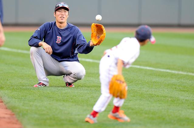 BALTIMORE, MD - SEPTEMBER 28: Koji Uehara #19 of the Boston Red Sox plays catch with his son Kazuma Uehara before the game against the Baltimore Orioles at Oriole Park at Camden Yards on September 28, 2013 in Baltimore, Maryland. (Photo by Greg Fiume/Getty Images)