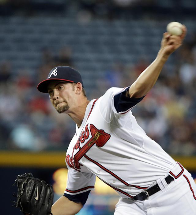 Atlanta Braves starting pitcher Mike Minor throws in the first inning of a baseball game against the Milwaukee Brewers, Monday, Sept. 23, 2013 in Atlanta. (AP Photo/David Goldman)