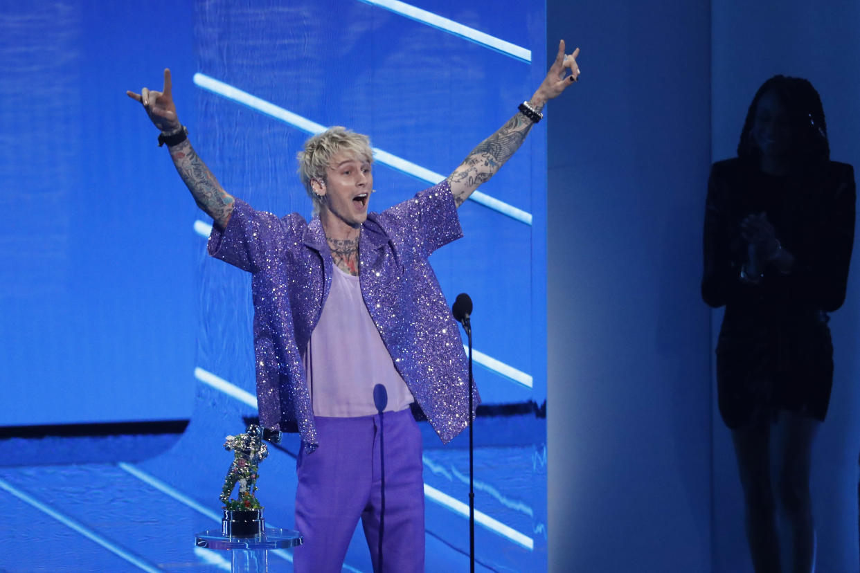 Machine Gun Kelly accepts the award for Best Alternative for