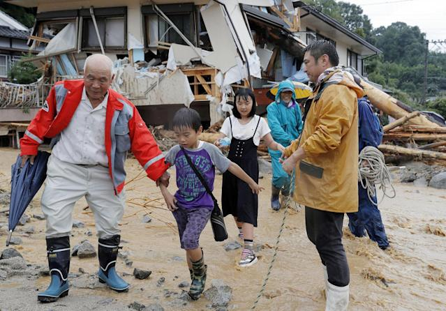 <p>Residents flee from an isolated school in Asakura, Fukuoka prefecture, southwestern Japan Thursday, July 6, 2017. (Photo: Takuto Kaneko/Kyodo News via AP) </p>